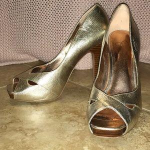 Jessica Simpson Badoline Gold heels 7.5